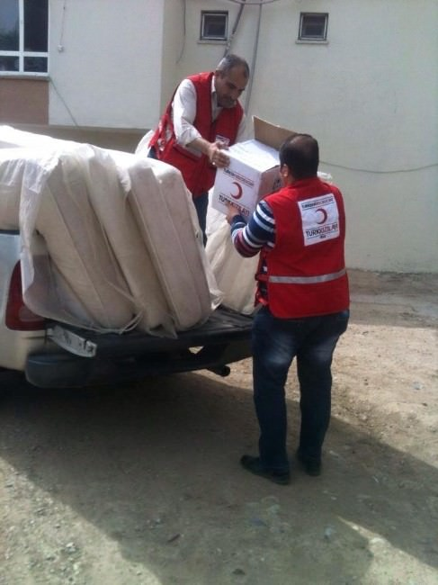 Kızılay 100 Aileye Yardım Yaptı