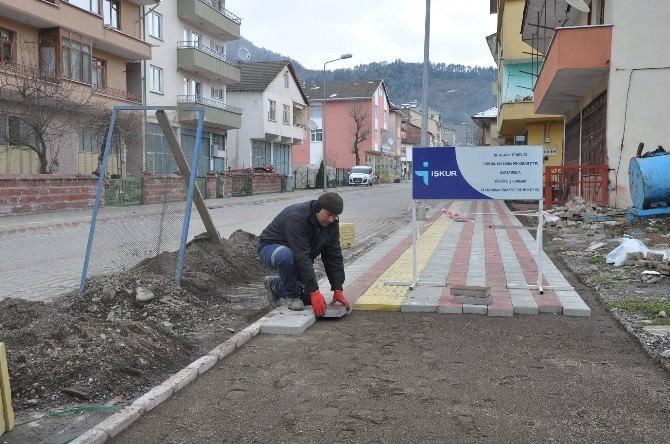 Kumluca'da Kaldırım Çalışmaları Devam Ediyor