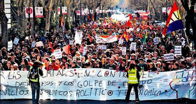İspanya'da kemer sıkma protestosu