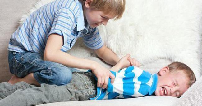 Kardeş kavgaları aileyi olumsuz etkiliyor