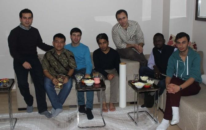 Kocaeli'de Eğitim Gören Yabancı Öğrenciler Türk Ailelere Misafir Oluyor