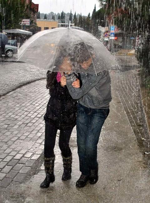Aydın'a Huvvetli Yağış Ve Sel Uyarısı