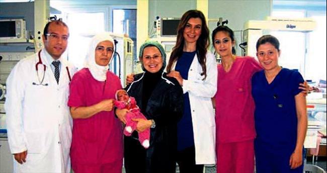 Elif Ece bebek hayata tutundu