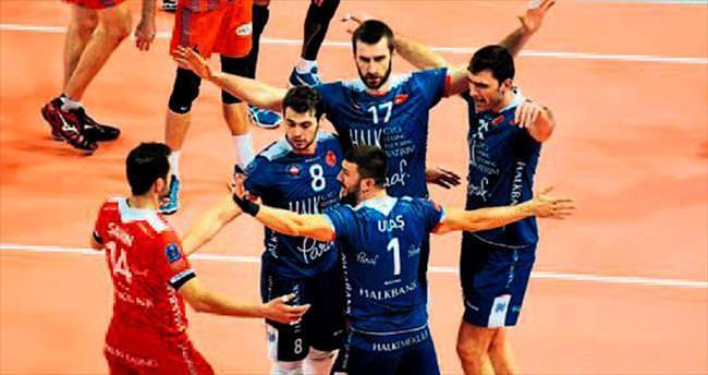 Halkbank dörtlü finalde