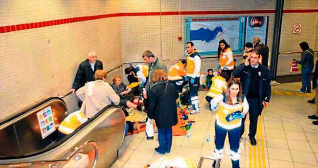 Metroda yürüyen merdiven kazası