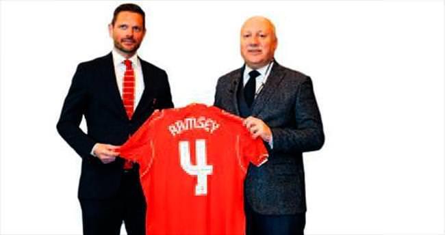Ramsey Liverpool'la dördüncü kez imza attı