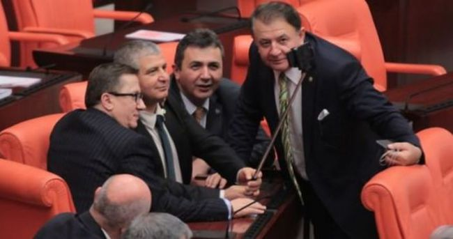 Selfie çubuğu Meclis'e girdi