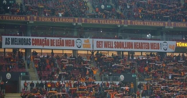 Galatasaray taraftarından Melo pankartı: Çabuk iyileş gel