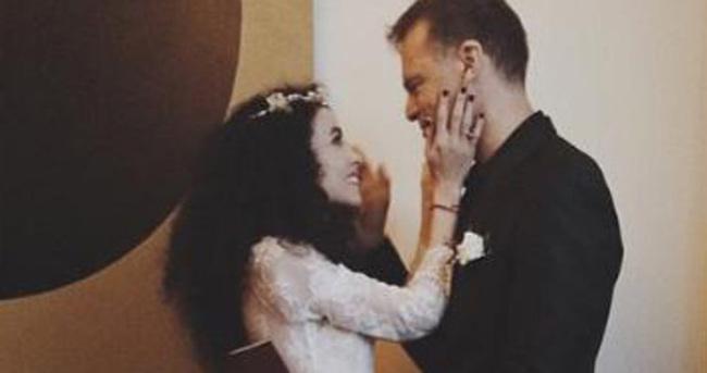 Beste Bereket evlendi