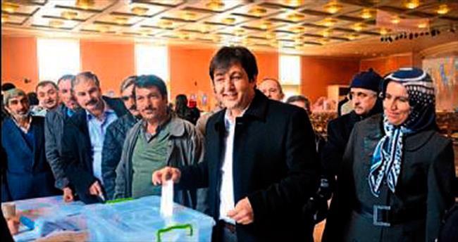 AK Parti üyeleri sandık başında