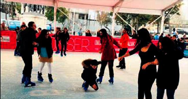 Beşiktaş'ta ücretsiz buz pateni keyfi