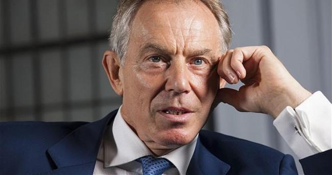 Blair'e ödül verdikleri için özür dilediler