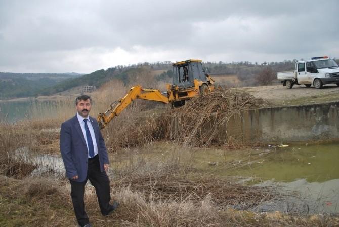 Pazarlar'da Sulama Göletinin Çevresi Temizleniyor