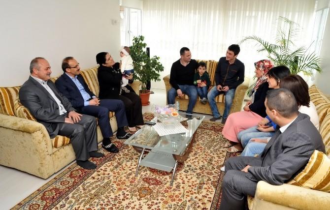 Uşak Valisi Yavuz, Sosyal Medyadan Gelen Daveti Kırmadı