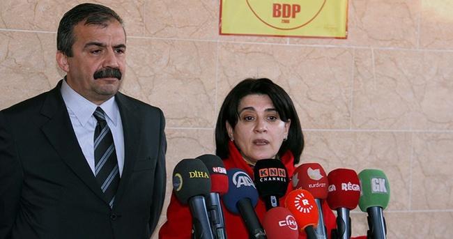 Sırrı Süreyya Önder ve Leyla Zana İmralı'ya gitti