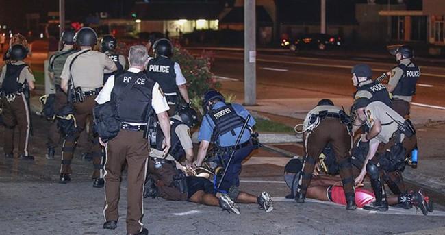 Irkçı mailler atan polislere ceza