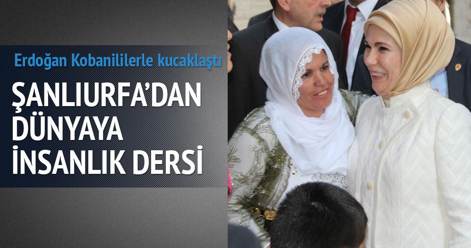 Emine Erdoğan Kobanililerle kucaklaştı