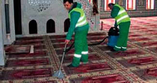 Çankaya'da cami temizliği sürüyor