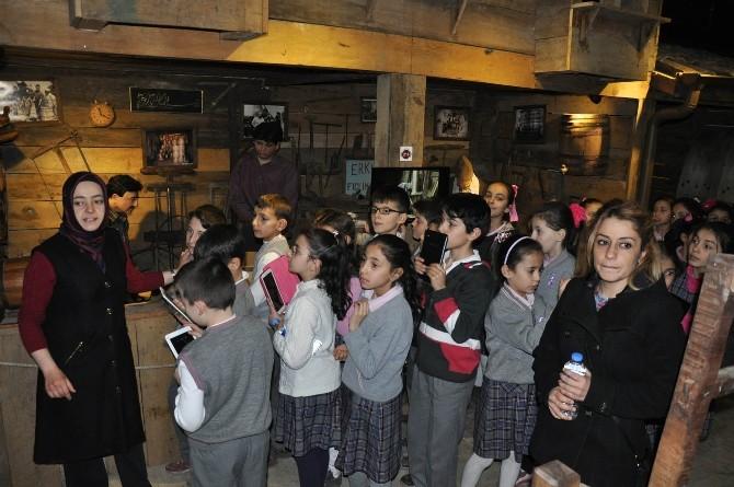 Öğrencilere Mobilya Müzesinde Tarih Dersi