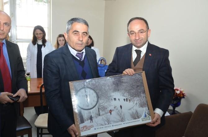 Başkan Üzülmez, Derbent'te Okulları Gezdi