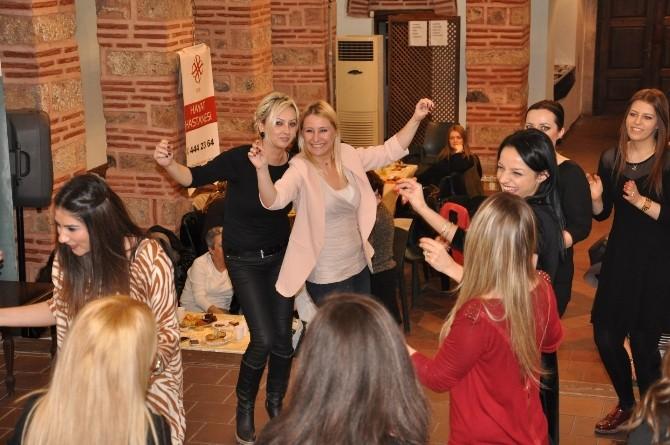 (Özel Haber) Sağlıkçı Kadınlar 8 Mart'ı Oynayarak Kutladı