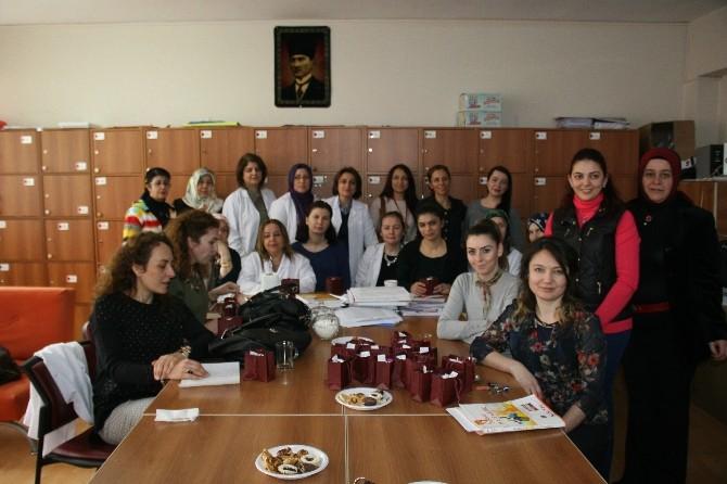 İsmetpaşa Okul Aile Birliği Bayan Öğretmenlerin Kadınlar Gününü Kutladı