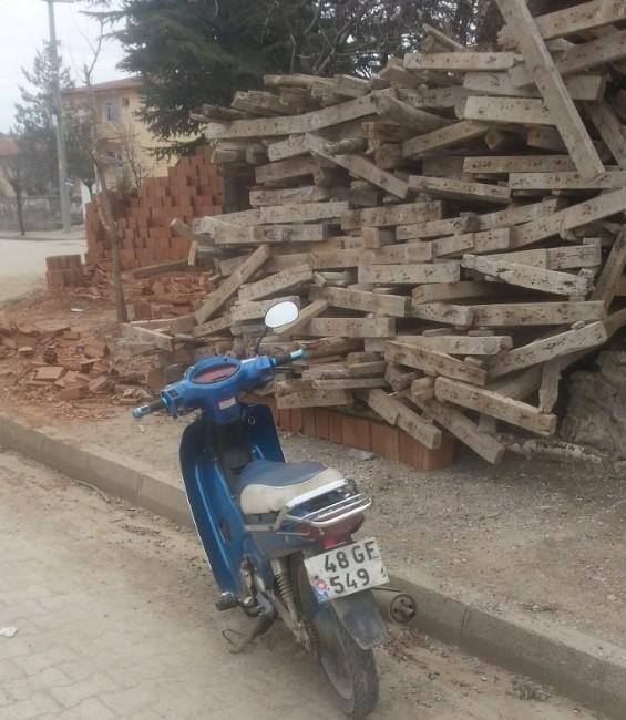 Hisarcık'ta Motosiklet Yayaya Çarptı: 1 Yaralı