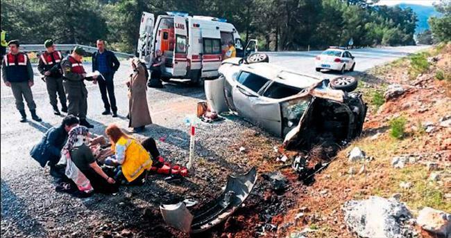 Otomobil takla attı 5 kadın yaralandı