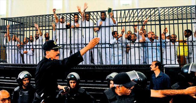 Sisi idamları başlattı