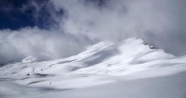 Kayak merkezinde çığ: 3 ölü