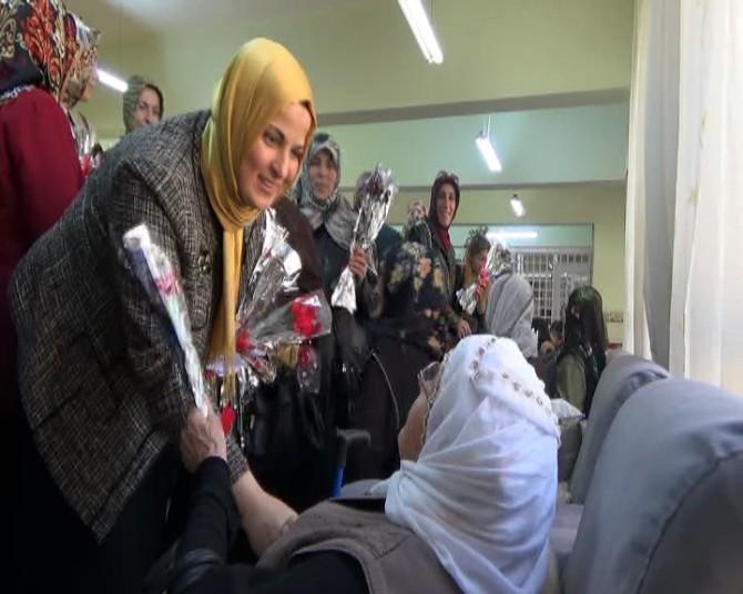 AK Parti Kadın Kollarından Huzur Evine Anlamlı Ziyaret