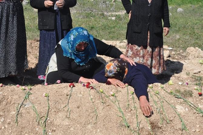 Kadınlar Günü'nü Oğlunun Mezarı Başında Geçirdi