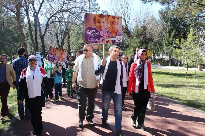 Sağlık Çalışanları Kadına Şiddete Karşı Yürüdü