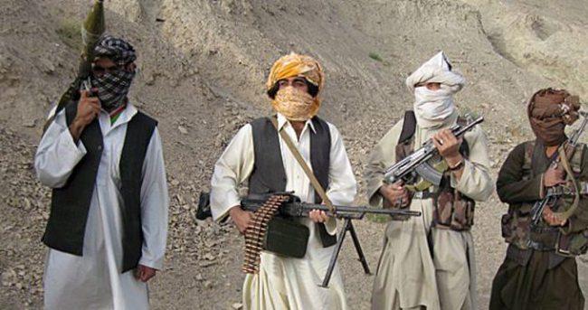 Afganistan'da 15 Taliban militanı teslim oldu