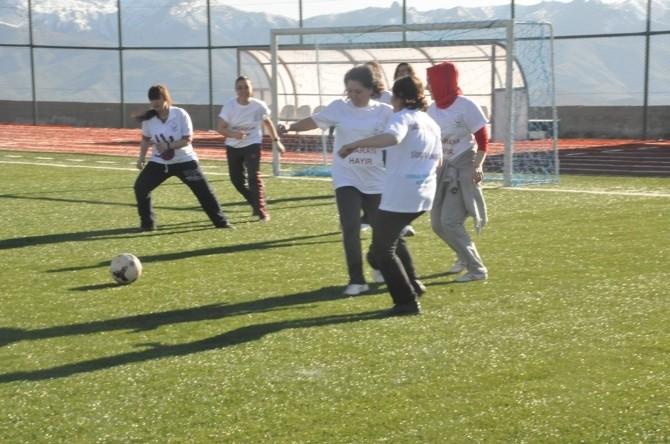 Kadın Sağlıkçılar Futbol Oynadı