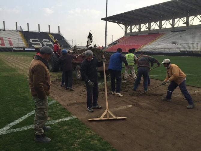 Manisa 19 Mayıs Stadı'nı Akhisar Belediyespor Onarıyor