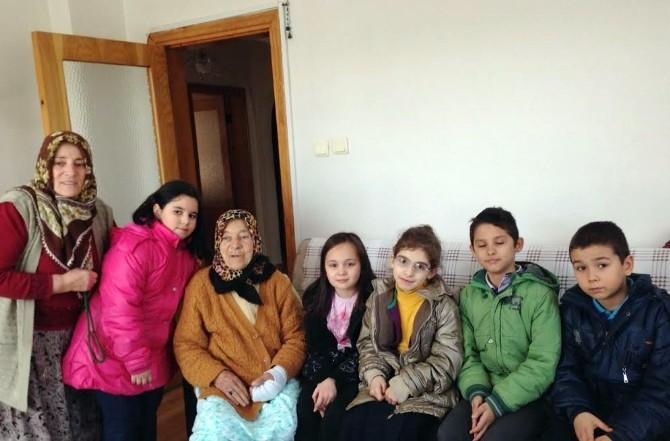 Üsküdarlı Öğrencilerden Yaşlılara Ve Engellilere Ziyaret