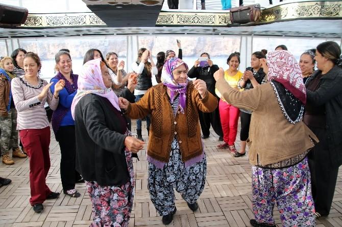 Zeytinköylü Kadınlar 8 Mart'ı Yat Turunda Kutladı