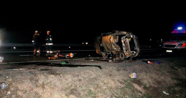 Tarlaya giren otomobil 3 kişiye mezar oldu