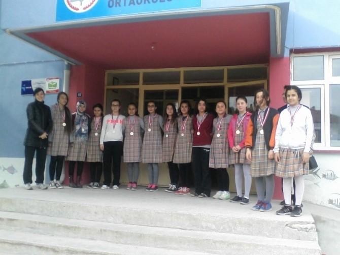 Burhaniye'de Köy Okulunun Başarılı Sporcuları