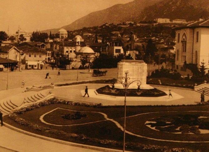 Atatürk Meydanı'nda Yıkılıp Banka Yapılan Cami Yeniden İnşa Edilecek