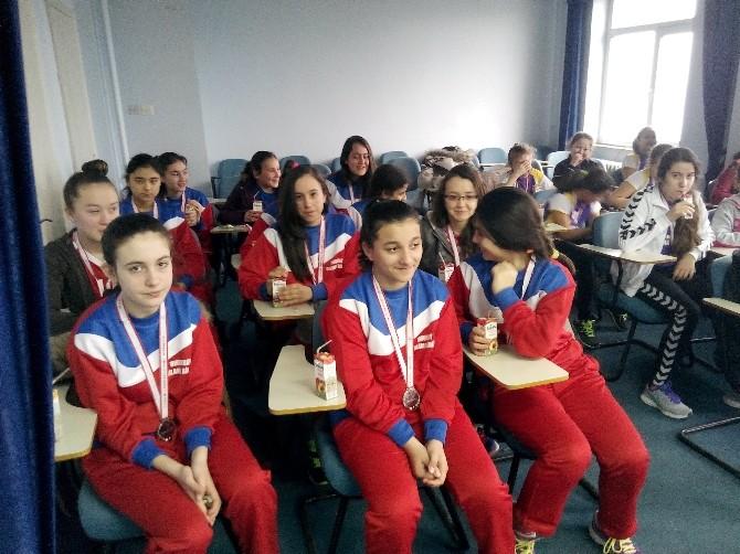 Voleybol İl Şampiyonu Kızlardan Kurum Ziyaretleri