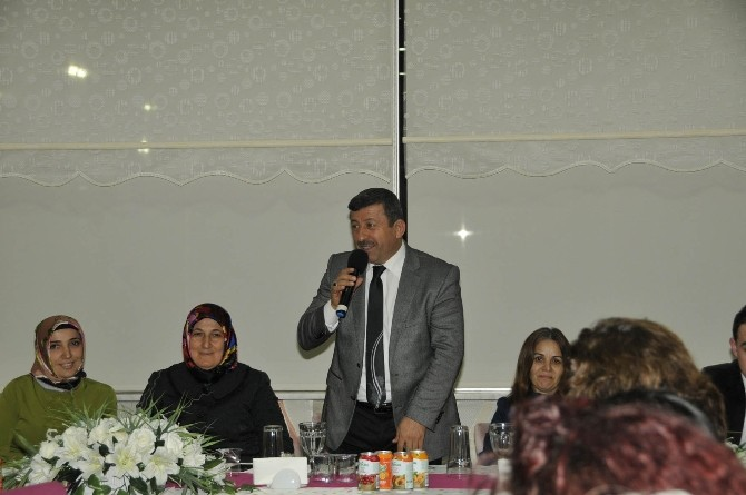 Başkan Karabacak Bayan Personelini Unutmadı