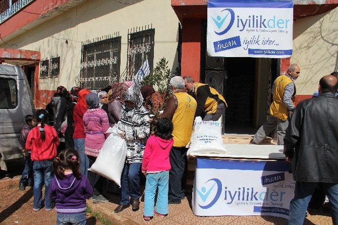 İyilikder'den Kobanili 500 Aileye Gıda Yardımı