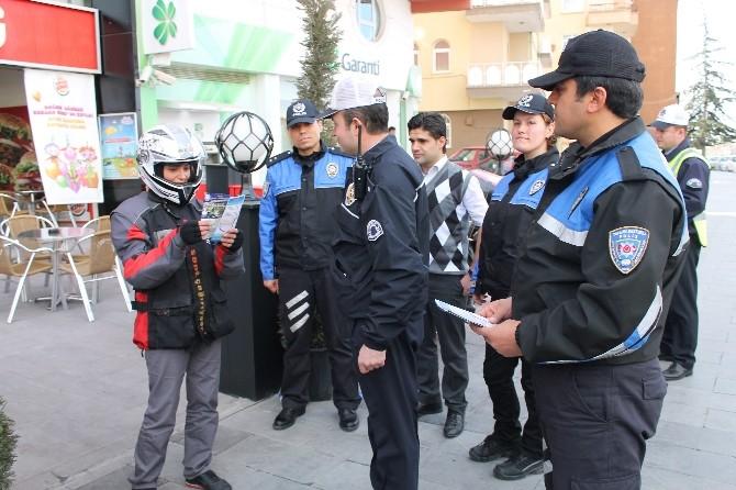 Polisten 'Kask Motosikletin Emniyet Kemeridir' Uyarısı