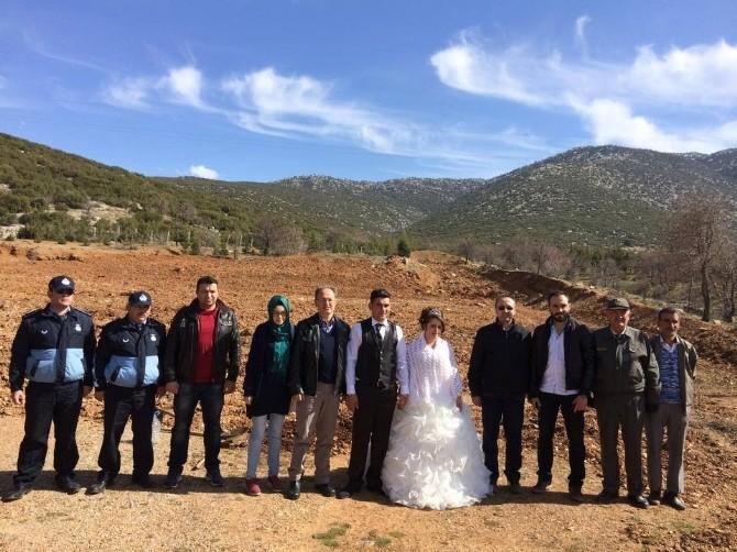 Tavas'ta Evlenenler Fidan Dikecek