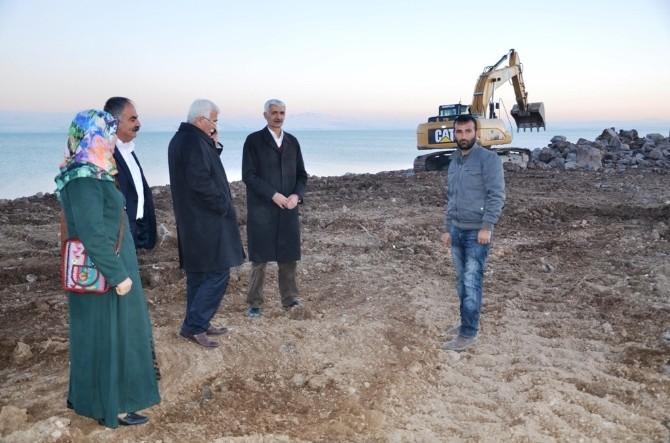 Erciş Belediyesi'nden Sahil Yolu Yapım Çalışması