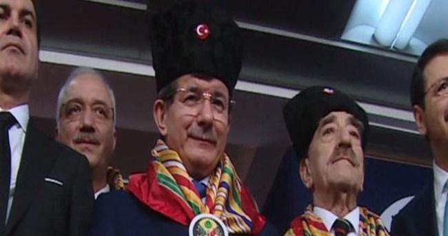 Başbakan Davutoğlu'ndan 'At' esprisi