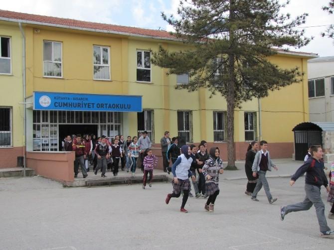 Cumhuriyet Ortaokulu'nda Deprem Ve Yangın Tahliye Tatbikatı
