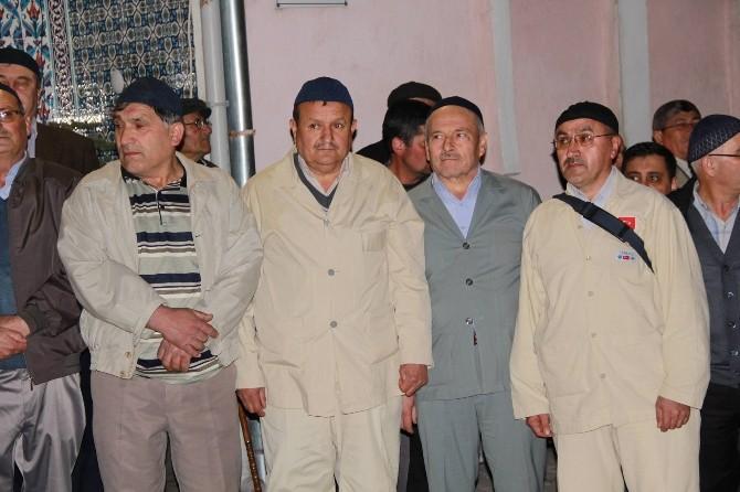 Hisarcık'ta 32 Kişilik Umre Kafilesi Dualarla Uğurlandı
